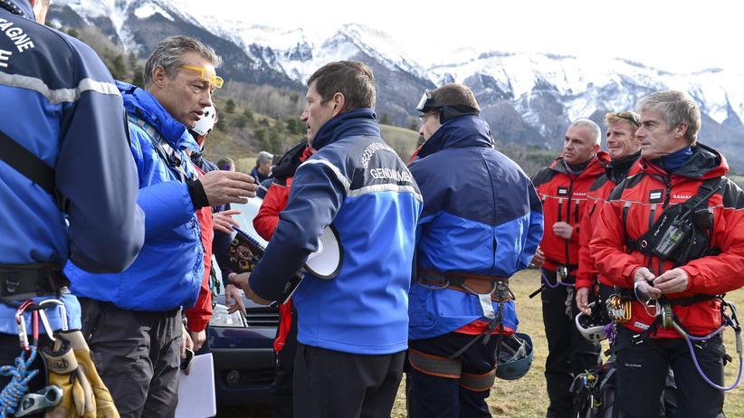 Seyne-les-Alpes: Gesellschaft, Flugzeugabsturz, Germanwings, Flugzeugunglück, Alpen, Frankreich, Angela Merkel, François Hollande, Frank Walter Steinmeier, Gymnasium