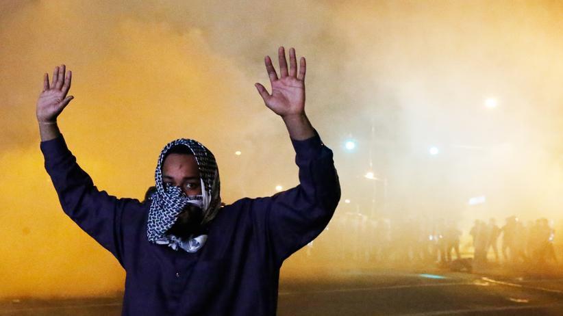 Baltimore: Polizei feuert Rauchbomben auf Demonstranten