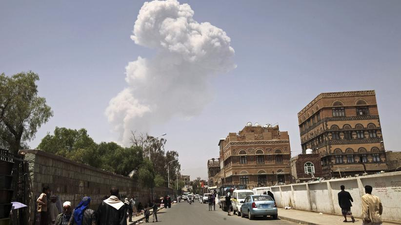 Jemen: Saudis bombardieren Raketendepot – viele Tote
