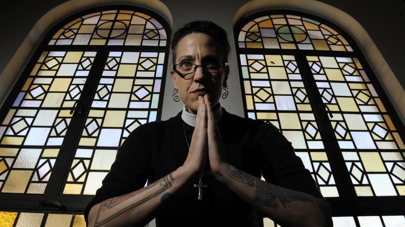 Glaube: Nadia Bolz-Weber in der St. Thomas Episcopal Church in Denver/Colorado, wo sie ihre Gottesdienste abhält.