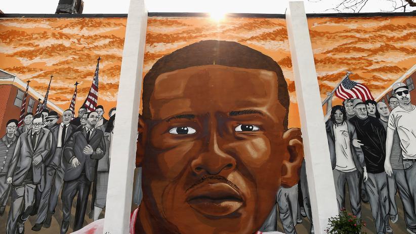 Autopsiebericht: Ein Kunstwerk auf einer Mauer in Baltimore erinnert an den toten Freddie Gray.