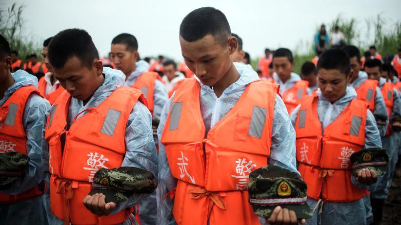China: Gedenken an die ertrunkenen Urlauber auf dem Jangtse