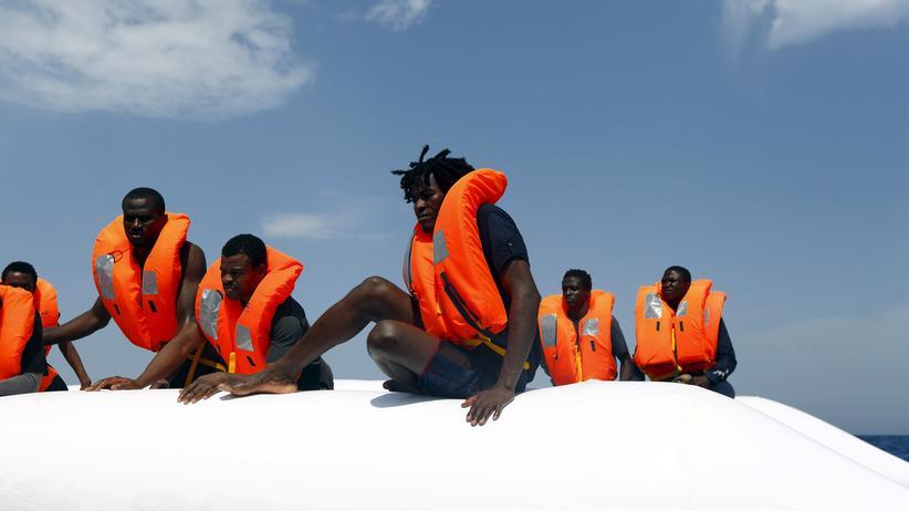 Flüchtlinge: Hunderte Tote nach Kentern eines Flüchtlingsboots befürchtet