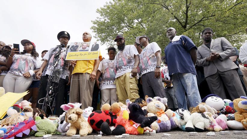 Menschen gedenken dem Tod von Michael Brown