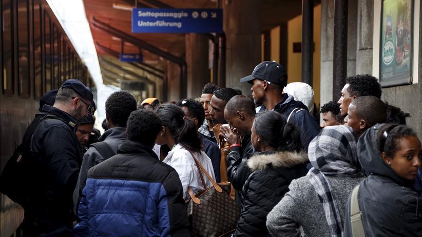 Gesellschaft, Flüchtlinge, Flüchtling, Brenner, Italien, Bahnhof, Österreich