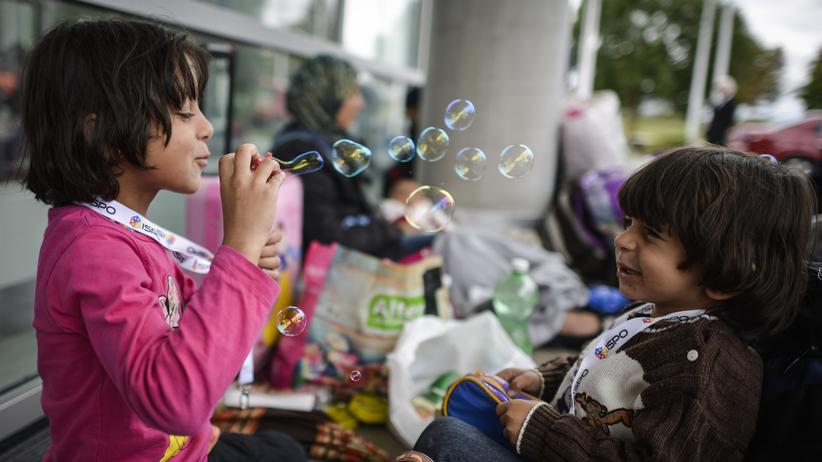 fluechtling-kind-seifenblasen