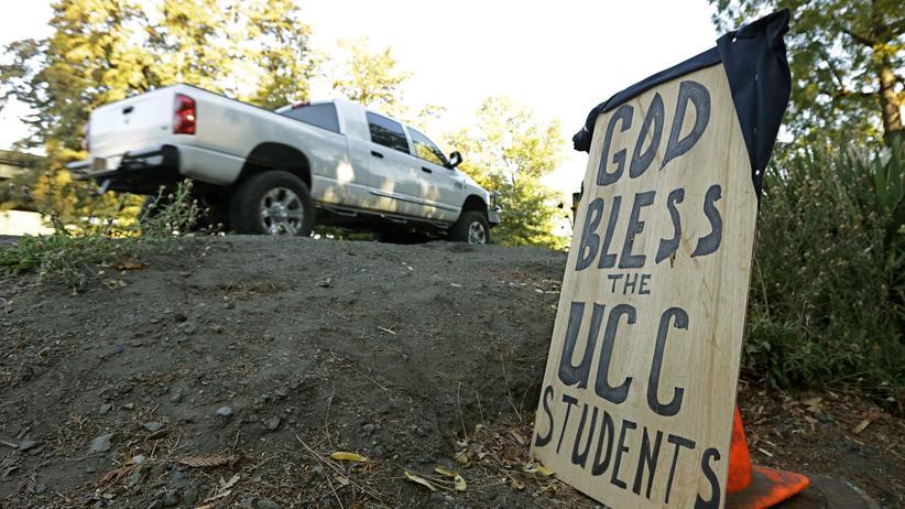In der Stadt Roseburg im US-Bundesstaat Oregon wird der neun Todesopfer des Amoklaufs gedacht.