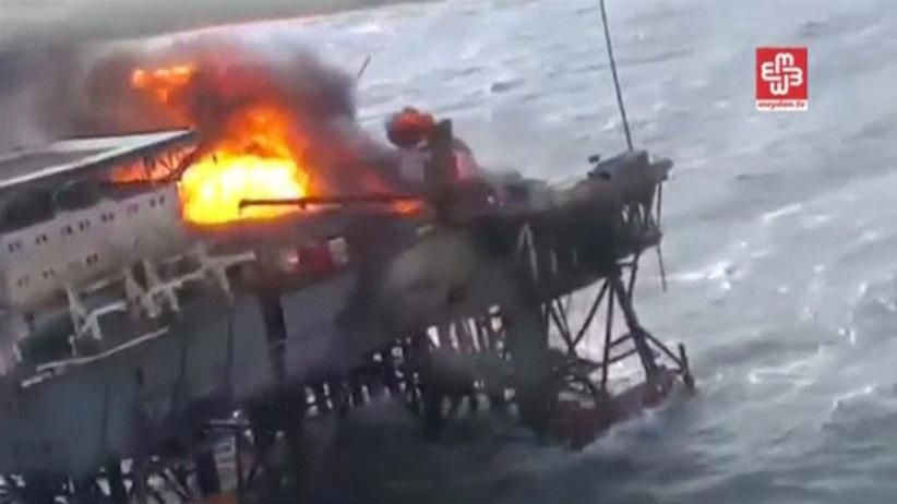 Kaspisches Meer: Ein Video zeigt den Brand auf der Bohrinsel im Kaspischen Meer.