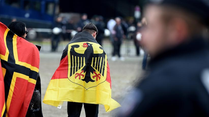 Rassismus: Deutsche Nationalisten auf einem Treffen des Kölner Pegida-Ablegers