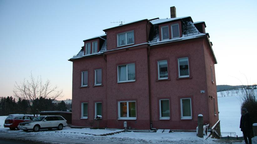 Die Freitaler Bürgerwehr attackierte dieses Haus mit Sprengsätzen.