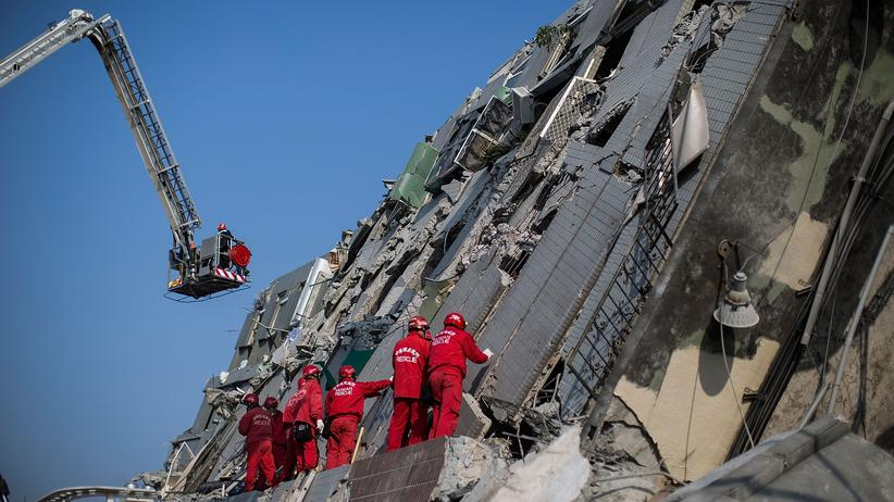 Taiwan: Rettungskräfte in Tainan, Taiwan