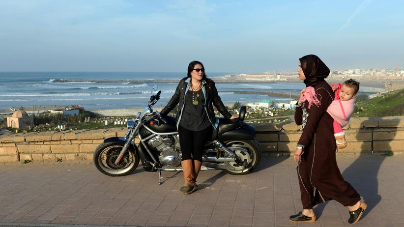 Arabische Frauen: Zwei Marokkanerinnen in der Hauptstadt Rabat