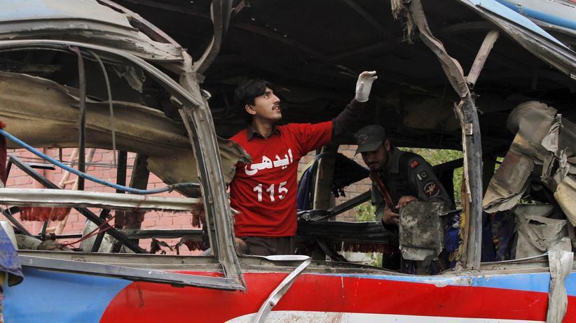 Pakistan: Bombe explodiert in Bus mit Regierungsbeamten