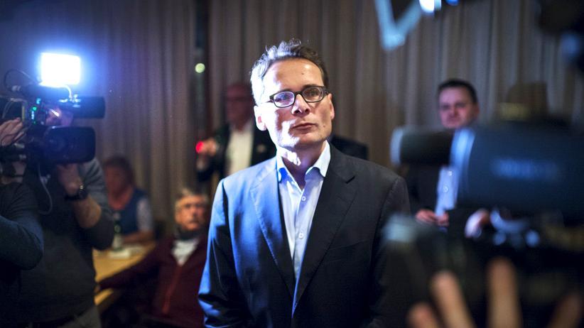 Zentrum für Politische Schönheit: Roger Köppel bei der Wahlveranstaltung der SVP in Illnau-Effretikon in der Schweiz