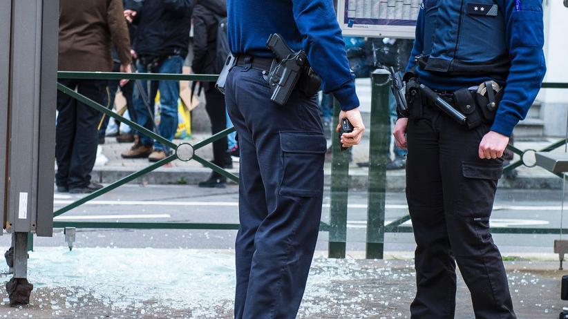 Brüssel: Polizisten am Ort der Festnahme im Brüsseler Stadtteil Schaerbeek