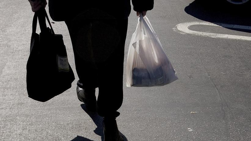 Plastikmüll: Die Zeit der Plastiktüte ist bei Rewe vorbei.