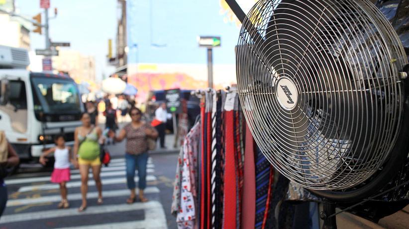 New York: Ventilatoren darf man in New York übrigens weiterhin auf dem Bürgersteig einsetzen.