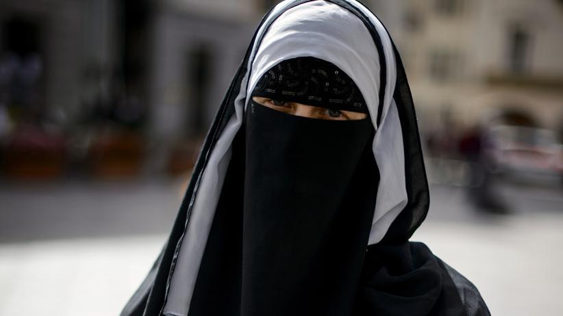 Burka-Verbot: Seltener Anblick: eine Frau mit Nikab im Schweizer Kanton Tessin