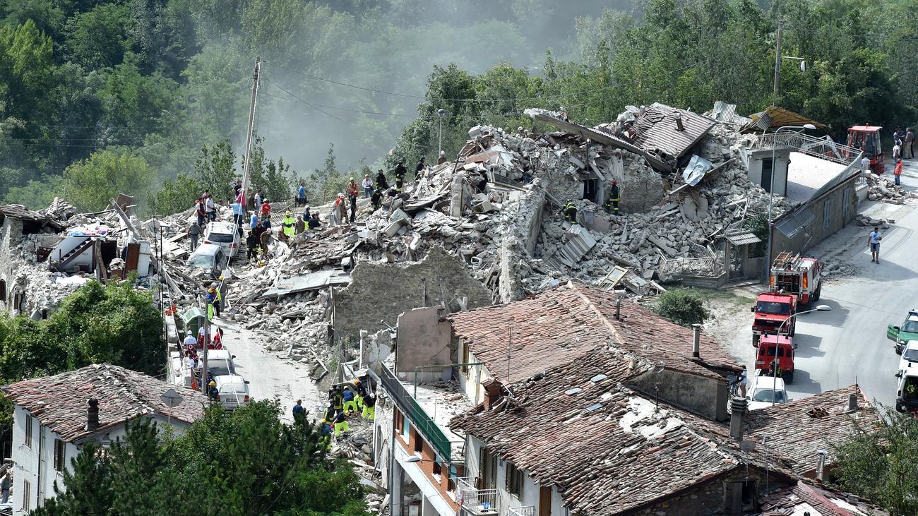 italien zahl der toten bei erdbeben steigt auf mehr als 120 zeit online. Black Bedroom Furniture Sets. Home Design Ideas