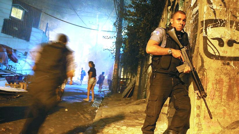 Rio: Mit Handys gegen Pistolen