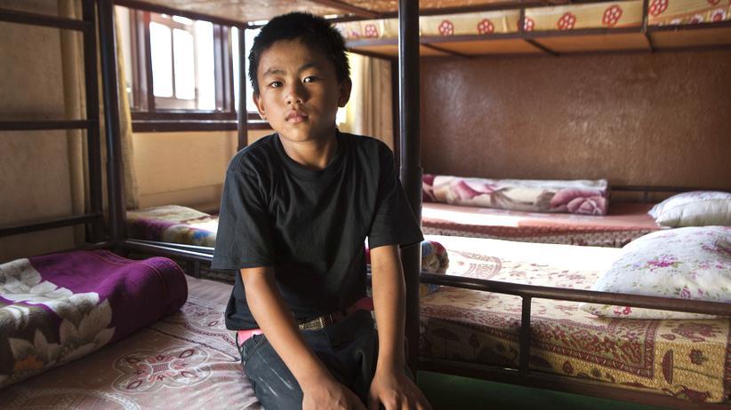 Nepal: Ein nepalesischer Straßenjunge in einer sicheren Unterkunft