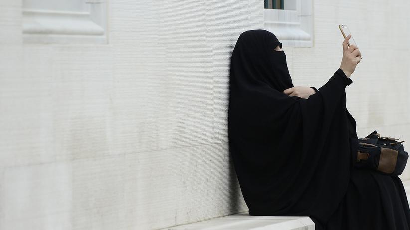 Burka: Wo sind die 300 Burkaträgerinnen?