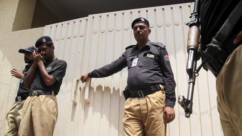 Human Rights Watch: Pakistanische Polizisten an einem Tatort (Symbolbild)