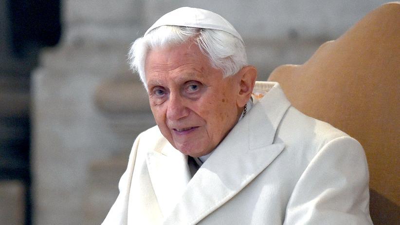 Deutsche Kirche: Der inzwischen emeritierte Papst Benedikt im Vatikan