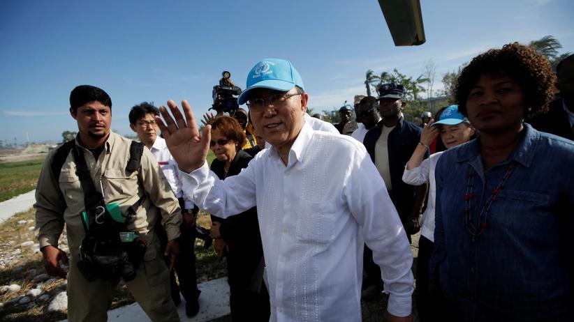 Ban Ki Moon sichert den Menschen von Haiti Unterstützung zu.