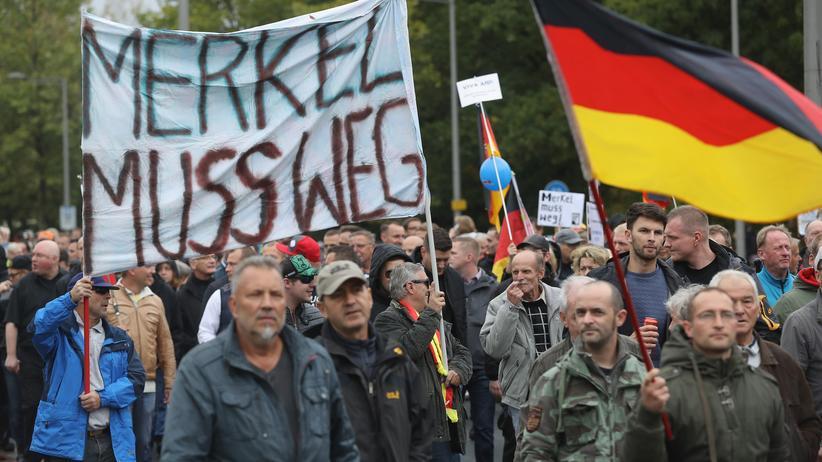 Dresden: Demonstranten auf dem Einheitsfest in Dresden