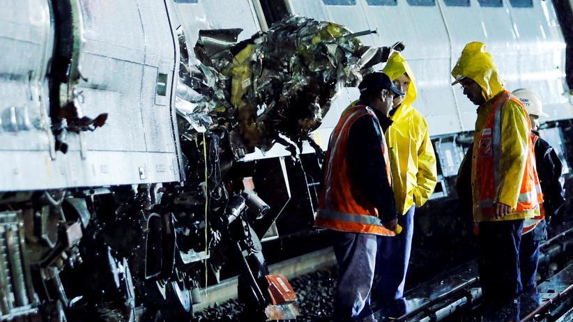 New Hyde Park: Mehr als 30 Verletzte bei Zugunglück nahe New York