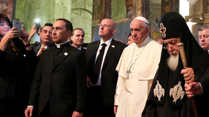 Franziskus: Papst Franziskus besucht Georgiens orthodoxen Patriarchen Ilia II.