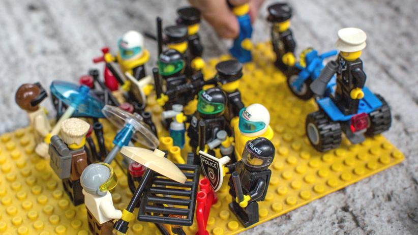 lego-daily-mail-brexit-hassbotschaft-werbung-protest