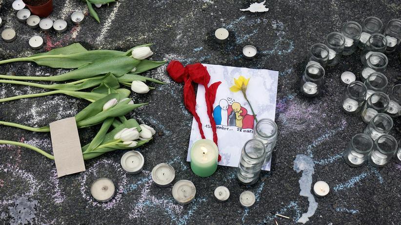 Terrorismus: Gedenken an die Anschlagsopfer von Brüssel und Paris nach den Anschlägen von Brüssel im Februar 2016