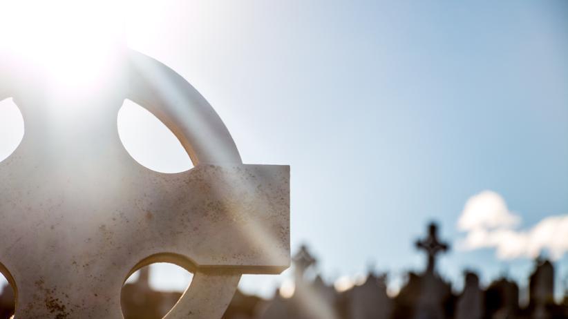Verdrängung: Die Verdrängung des Todes ist menschlicher in ihrer unterdrückten Angst.