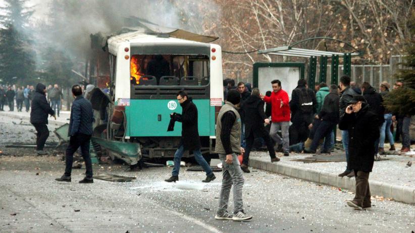 Türkei: Selbstmordattentäter sprengte sich neben Bus in die Luft