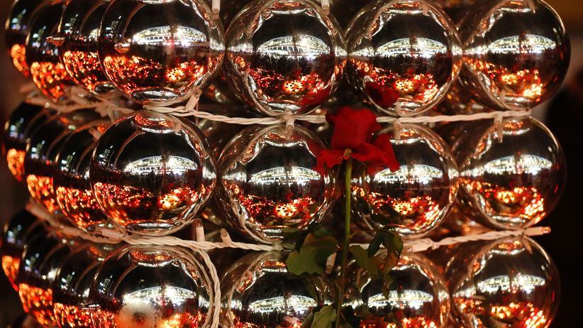 Berlin: Eine Rose zum Gedenken an die Opfer des Anschlags vom 19. Dezember in Berlin.