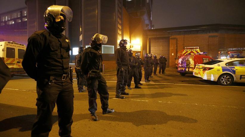 Birmingham: Spezialeinheiten der Polizei vor dem Winson-Green-Gefängnis in Birmingham