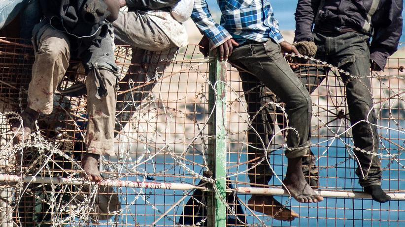 Ceuta: Fast 400 Flüchtlinge stürmen spanische Enklave in Marokko
