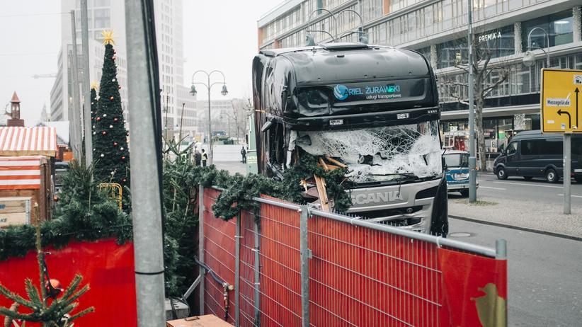 Anschlag am Berliner Breitscheidplatz: Der Lkw nach dem mutmaßlichen Anschlag am Berliner Breitscheidplatz