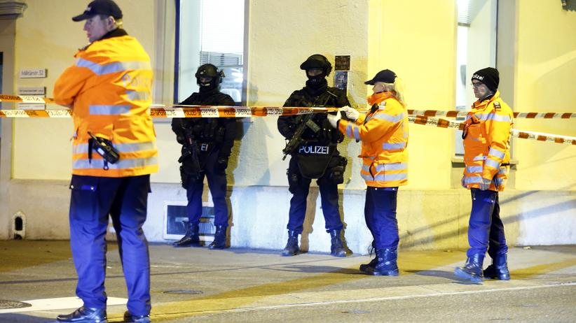 Zürich: Polizei vor der Moschee in Zürich
