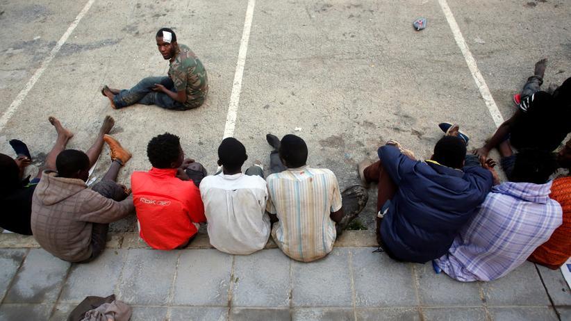 Ceuta: Mehr als 1.000 afrikanische Migranten stürmten in der Neujahrsnacht den Grenzzaun der spanischen Exklave Ceuta.