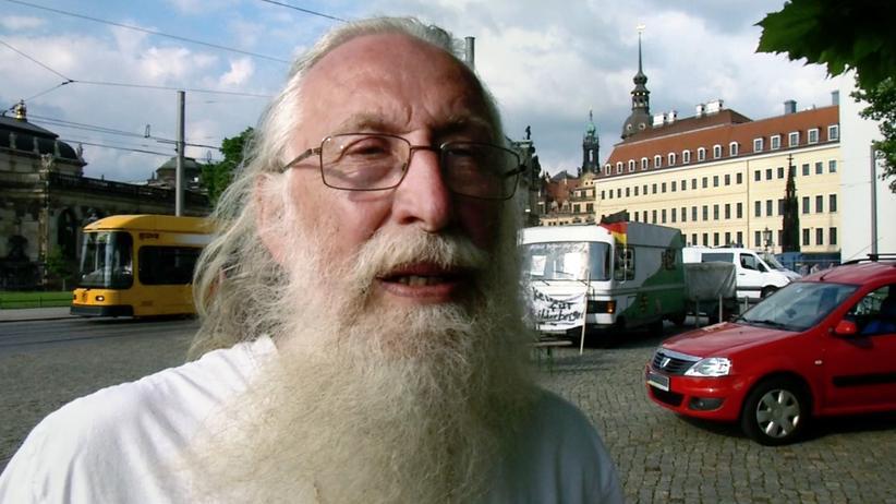 Rechtsextremismus: Burghard B. aus Schwetzingen bei einem Protest gegen die Bilderberg-Konferenz 2016