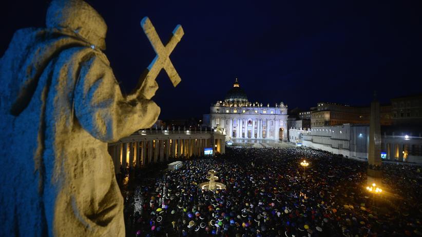 Hubert Wolf: Der Petersplatz im Vatikan am zweiten Tag des Konklaves im März 2013