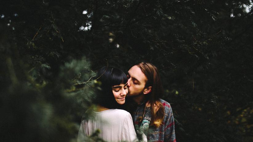 Kosenamen: Liebespaar in einem Park