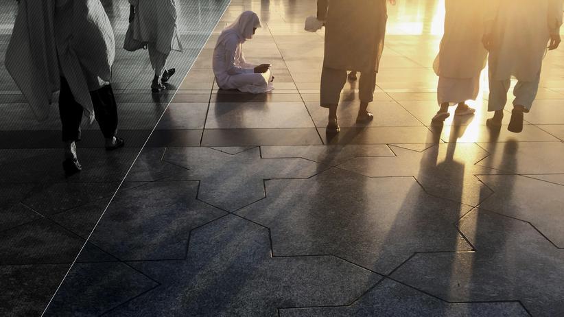 Salafismus: Nach dem Morgengebet in der Prophetenmoschee in Medina, Saudi-Arabien