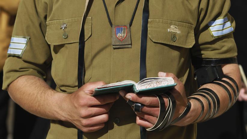 Israel: Ein jüdischer Soldat betet an der Klagemauer.