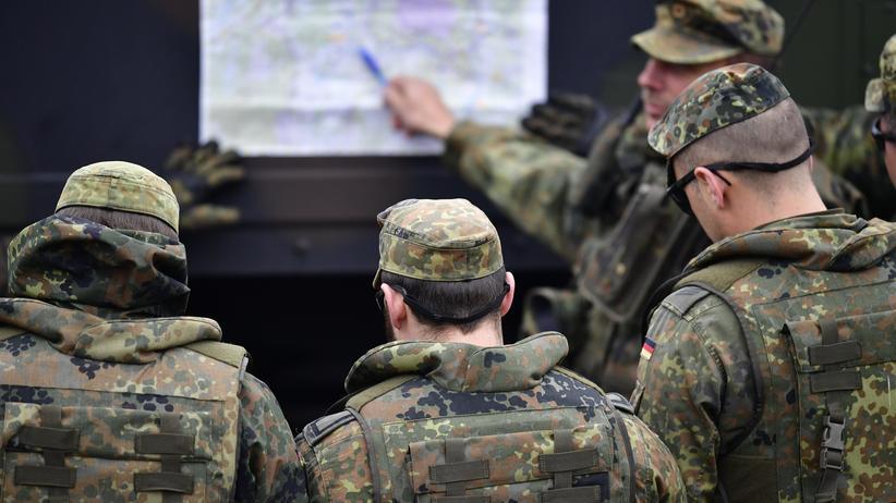 Terrorverdächtiger Soldat: Bundeswehrsoldaten gemeinsam mit niederländischen Soldaten im Bundeswehr-Übungszentrum Bergen (Archivbild)