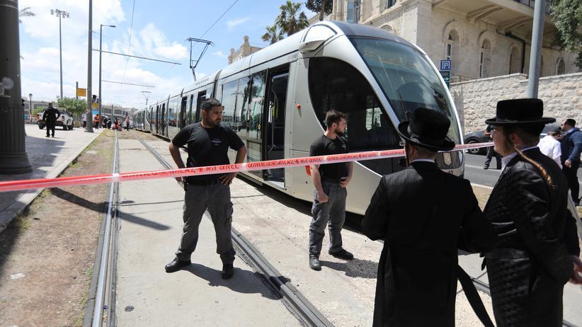 Jerusalem: Ein israelischer Polizist am Tatort in der Jerusalemer Altstadt