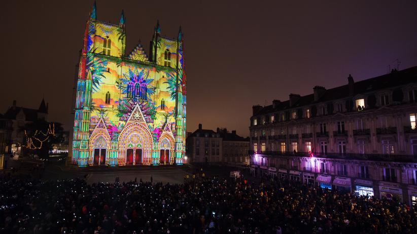Kirche und Digitalisierung: Digitalprojektion an der Kathedrale in Nantes, Frankreich